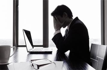 この三重苦の理由を「中小企業だから」と諦めていませんか?